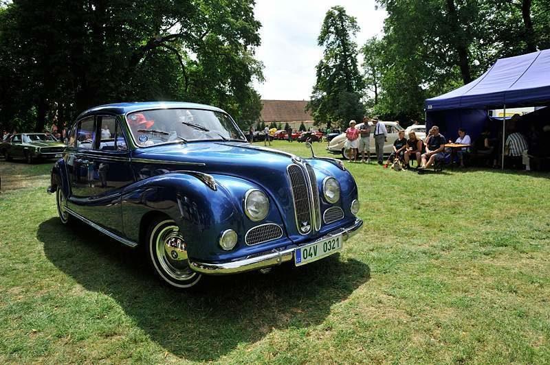Soutěž elegance historických vozidel v Bohumíně